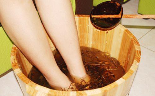 Ngâm chân trong thảo dược rất có lợi cho sức khỏe và trị bệnh