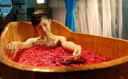 Tắm thuốc bằng bồn gỗ giúp chữa bệnh thần kì - Bồn tắm gỗ Tâm Việt