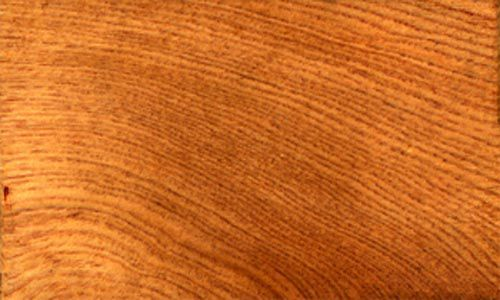 Gỗ Pơ mu có vân sáng rất đẹp đanh và cứng rất tốt cho các đồ nội thất