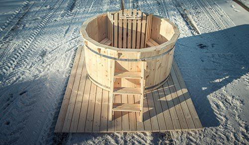 Hoàn thành xây dựng bồn tắm nước nóng bằng gỗ
