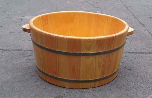 Sử dung bồn ngâm chân bằng gỗ thông nhật tại CSSX Tâm Việt