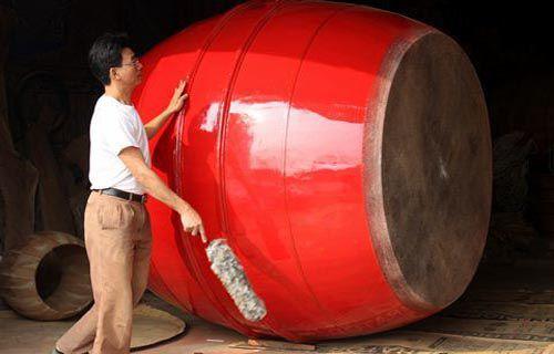 Chiếc trống cao 1m8 của nghệ nhân Lê Ngọc Hùng