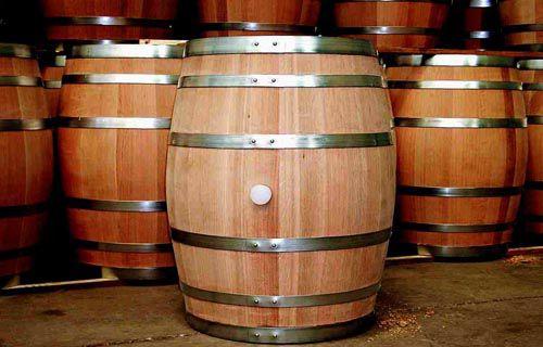 Thùng gỗ rồi dùng để ngâm rượu xuất hiện với ngàn mẫu mã khiến người tiêu dùng hoang mang