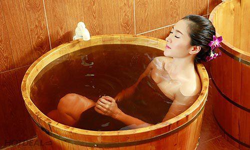 Vệ sinh bồn tắm gỗ vừa sử dụng an toàn đồng thời tăng tuổi thọ cho sản phẩm - Tâm Việt