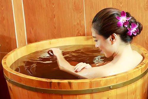 Thùng tắm gỗ tròn giá rẻ tại Tâm Việt